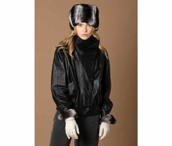 Art. Black and White Hat & Gloves with Fur